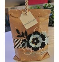 تزیین کادو با گل و گیره لباس