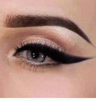 مدل آرایش بادامی چشم