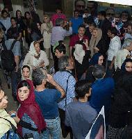 حضور مردم در افتتاحیه فیلم آبنیات چوبی