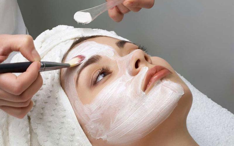 دکلره کردن موی صورت در دوران بارداری
