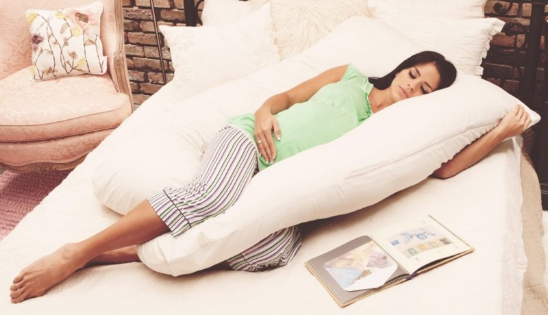sleeping-pregnant-pregnancy-mom-mother-1100x632