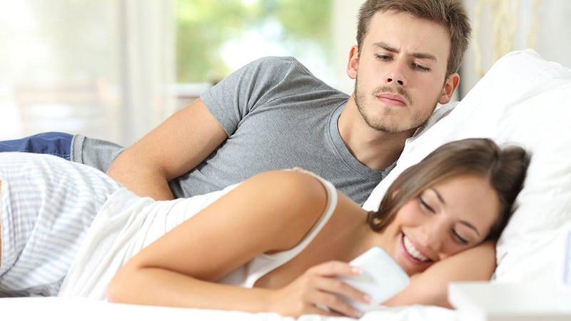 بی اعتمادی به همسر