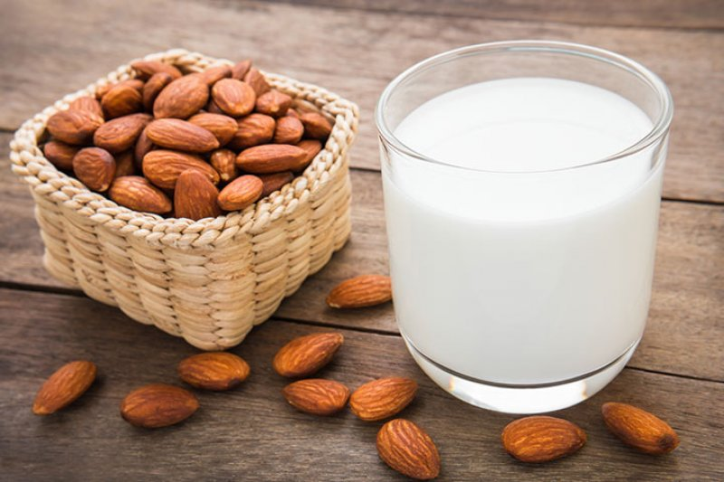 Homemade_Almond_Milk__1537171954_75946
