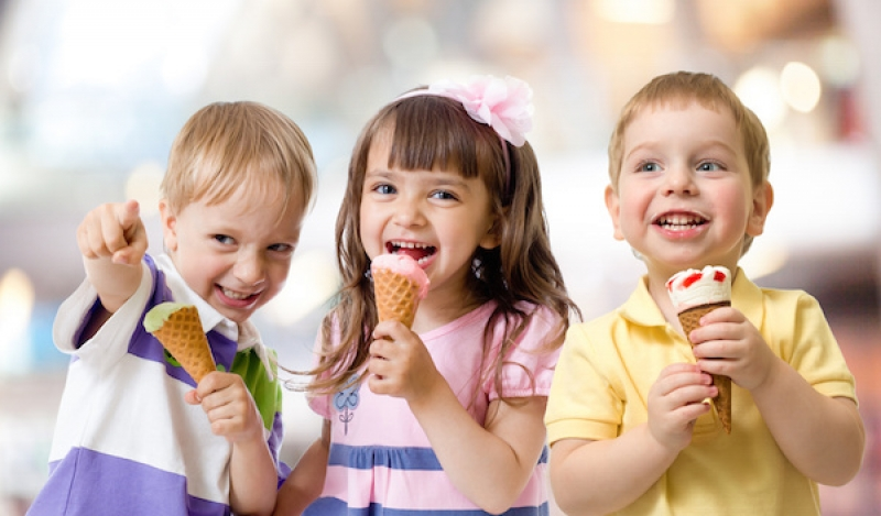 Kids_Eating_Ice_Cream__1538499543_49286