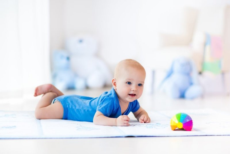 rsz_baby-crawling-and-toy