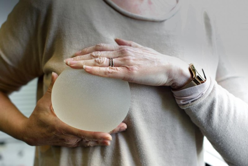 breast-implant-displayed