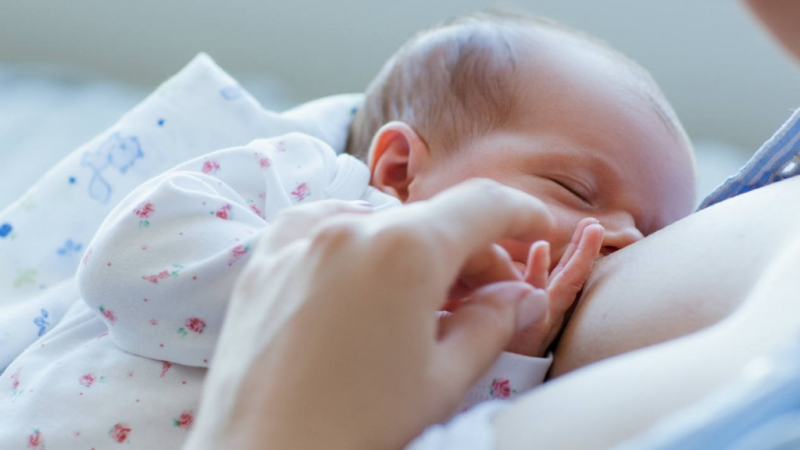 what_to_do_if_your_baby_falls_asleep_breastfeeding_1024x576_1528658051__1538319803_32593