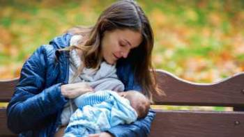چگونگی تغذیه نوزاد با شیر مادر در مکانهای عمومی