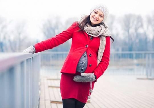 راهنمای کامل انتخاب لباس بارداری زمستانی   جدیدترین مدل ها